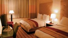 Hyatt (H) Rides on Expansion & Acquisition Amid Competition