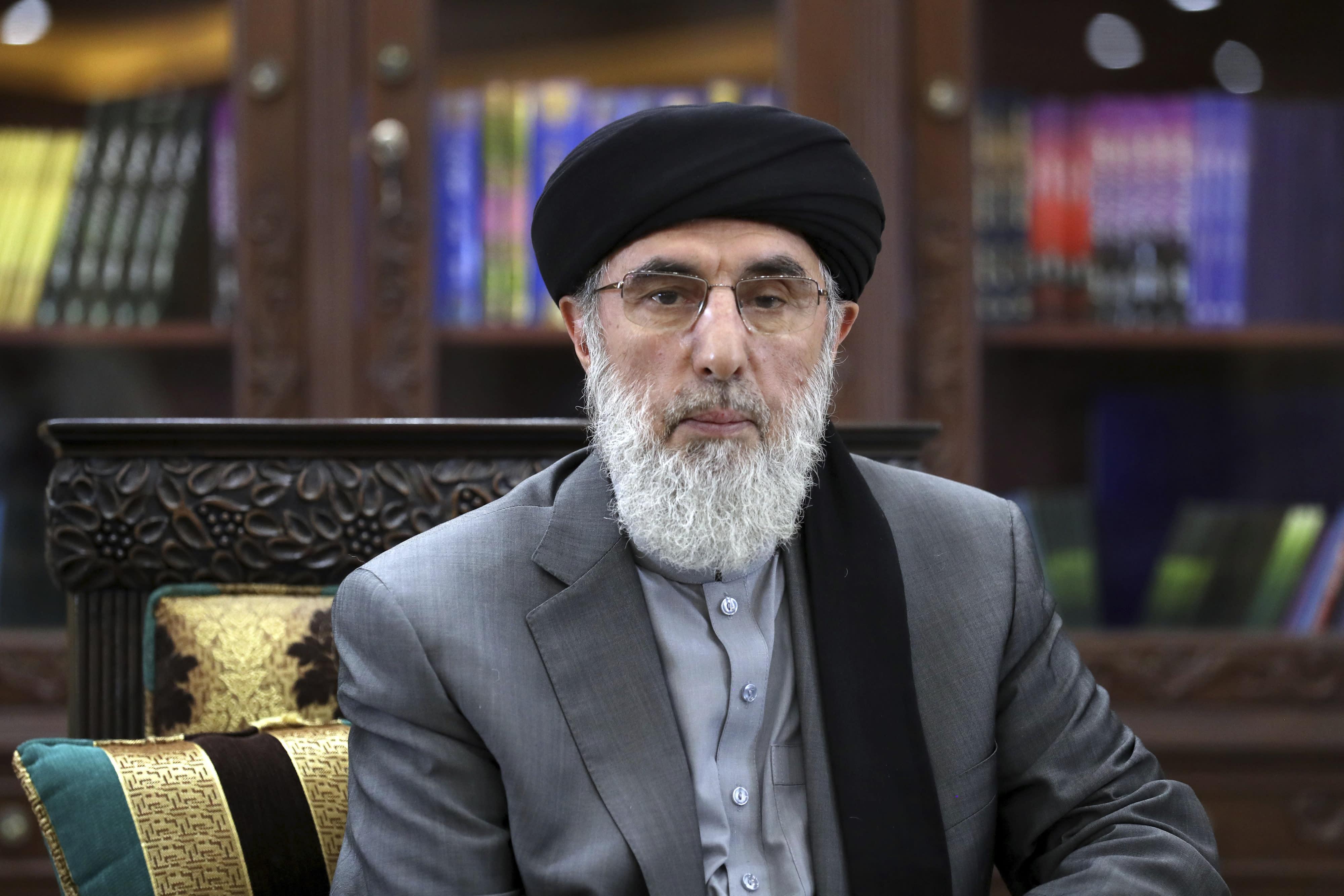 Afghan polls close amid complaints, violence