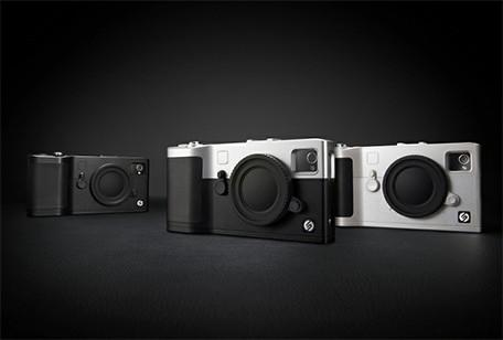 Snap! camera case for iPhone has working shutter button