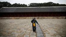 Seoul mandates face masks as South Korea battles spike in coronavirus