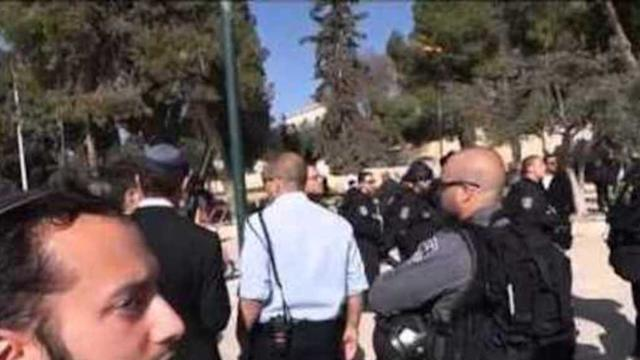 Palestinian Protesters Throw Stones at Lawmaker's Visit to Temple Mount
