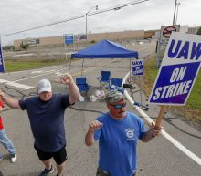 Autoworkers from closed plants fight new GM contract