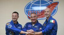 Soyuz decola para a Estação Espacial Internacional com três tripulantes