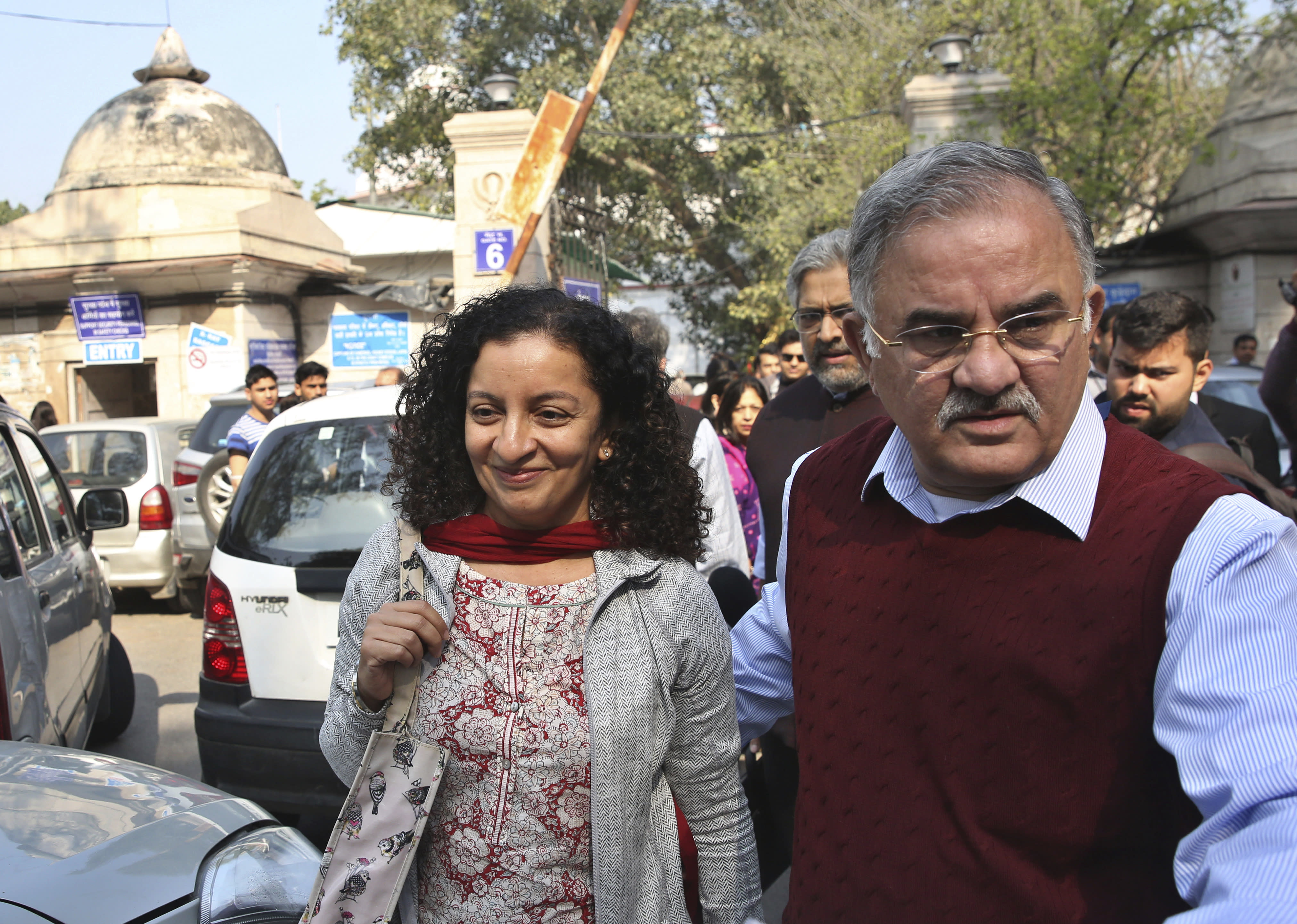 Indian journalist gets bail in ex-minister's defamation suit