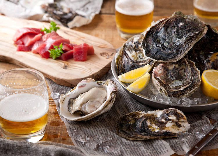 晚餐料理,照片前方為本日生蠔1個518日圓起~後方為紀州那智勝浦直送鮪魚 厚切生魚片1片346日圓。