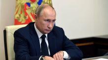 Pandemia preocupa a Putin, Rusia envía médicos militares para ayudar a combatir COVID en Urales