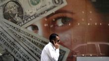 Dollar Dives as Trade Concerns Flare Up; Sterling Strengthens
