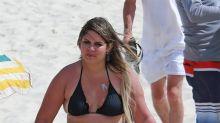 Marília Mendonça é flagrada na praia da Barra no Rio de Janeiro