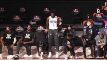 Popovich, Hammon, Isaac eligen estar de pie durante el himno