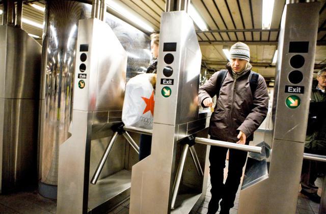 NYC subways get tap-to-ride turnstiles starting late 2018