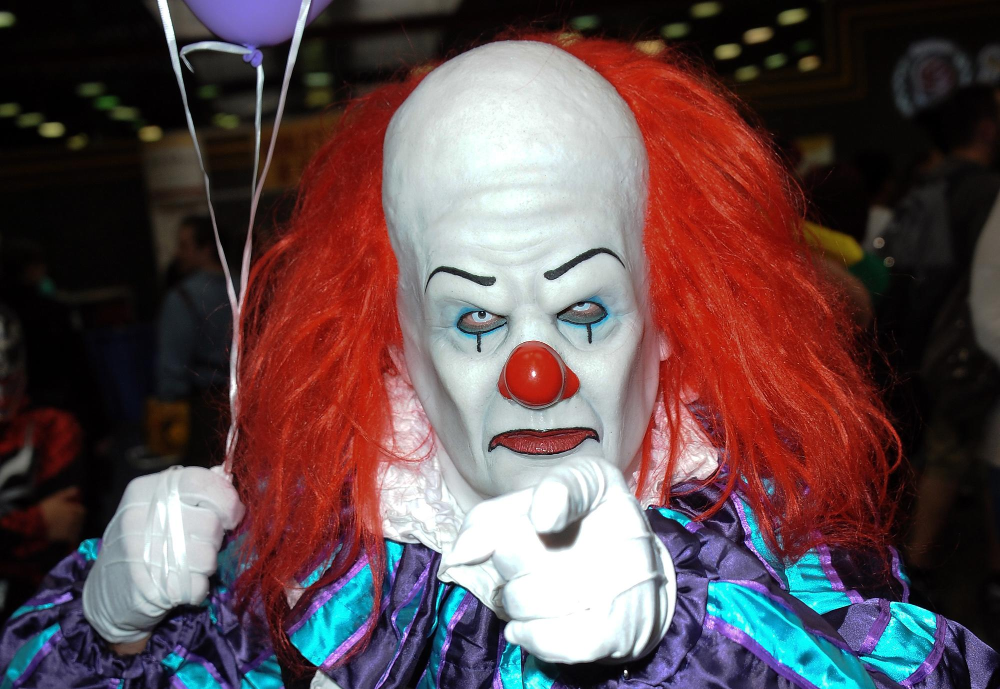 Stephen King S It Is Already Inspiring A Wave Of Creepy Clown Memes