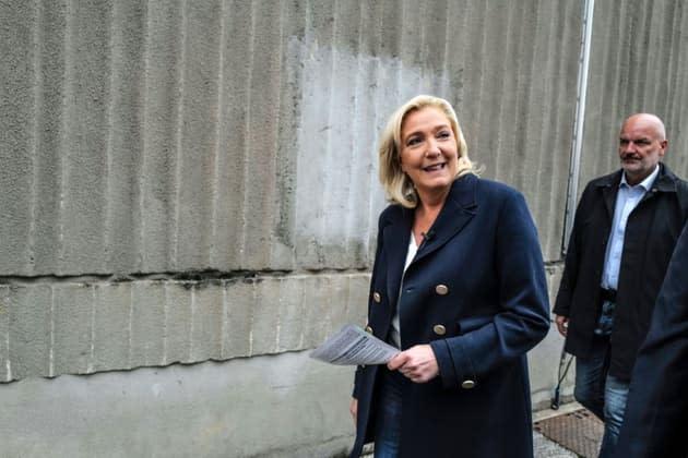 """Crise des sous-marins: Marine Le Pen appelle Emmanuel Macron à sortir du """"silence"""""""