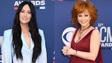Kacey Musgraves slammed for sitting during Reba McEntire's ACM performance: 'Not a good look'