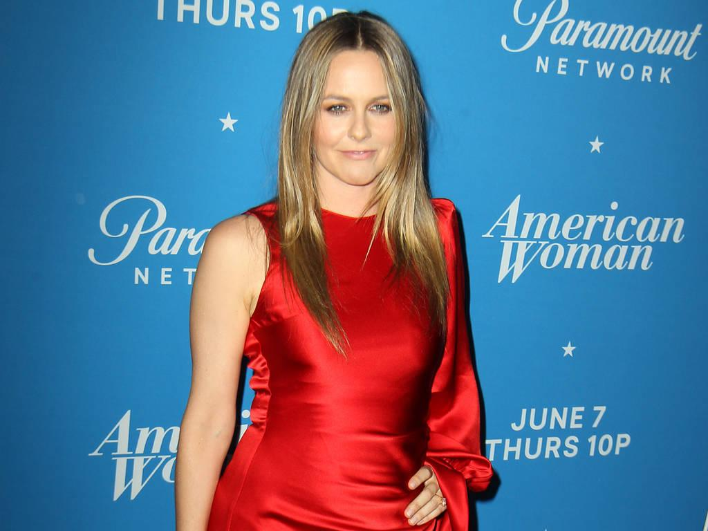 Alicia Silverstone advised American Woman producers on 'healthiest' cigarettes