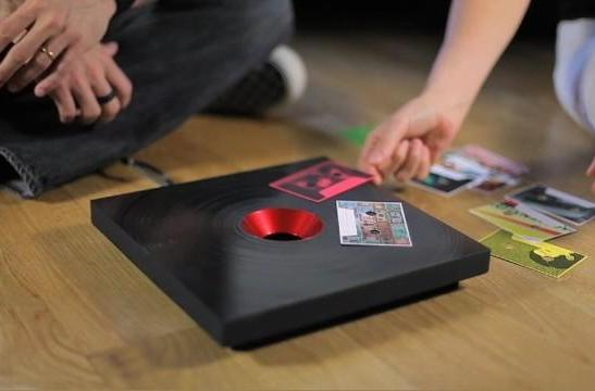 IDEO constructs RFID turntable, hearkens back to mixtapes of yore (video)