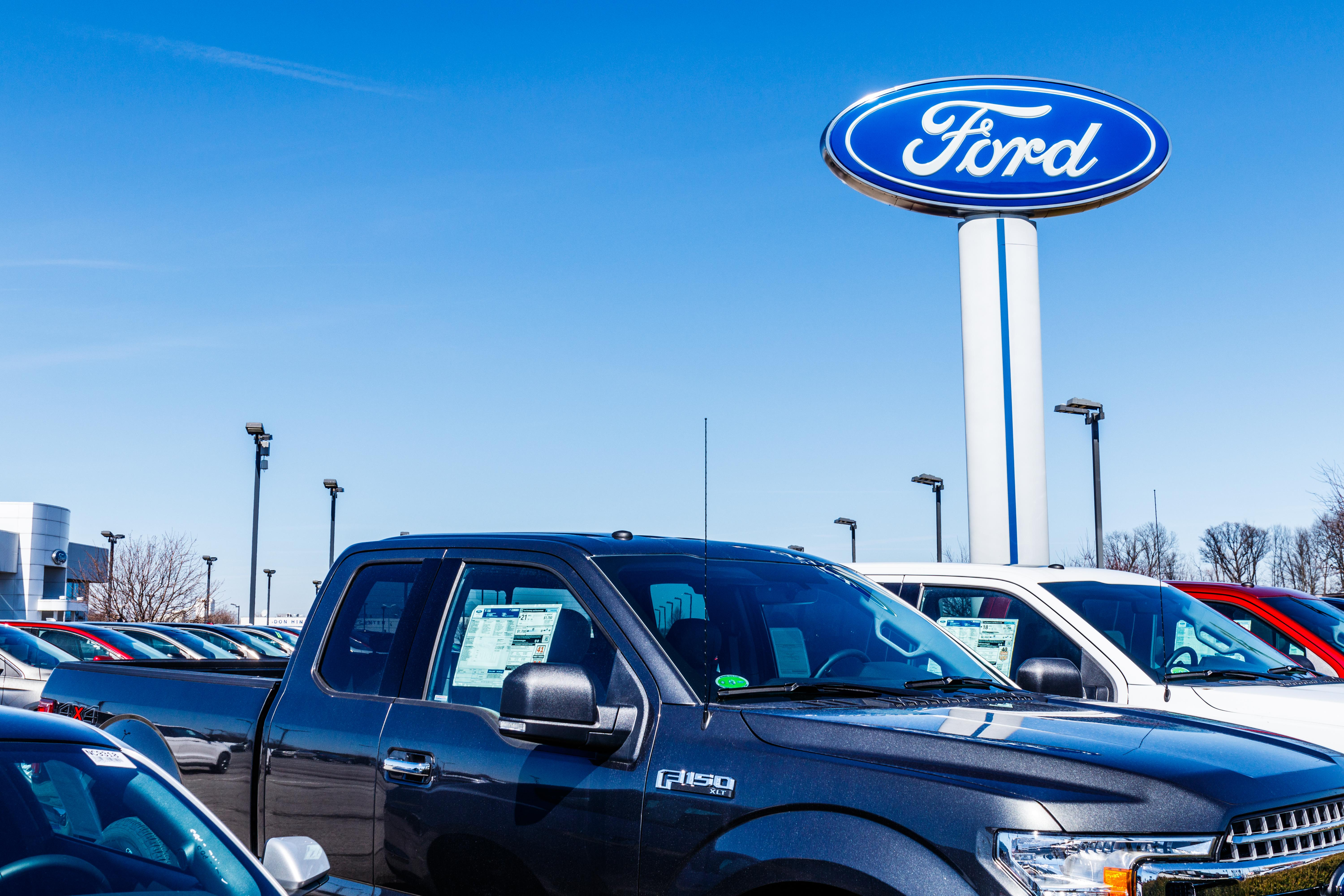 Moody's downgrades Ford to 'junk' status