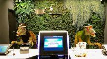 全球首間機械人酒店 經常壞機最後一半被「炒魷」