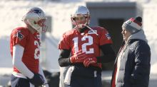 Let's all break down photos of Tom Brady's gloved throwing hand