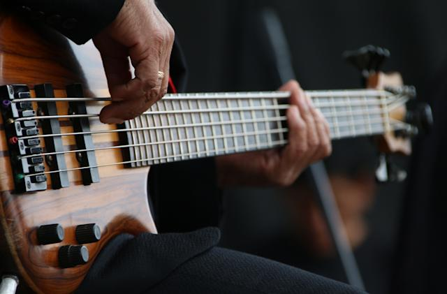 An AI is livestreaming a never-ending bass solo on YouTube