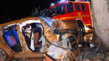 Schwerer Unfall: 19-Jähriger tot, vier Teenager verletzt