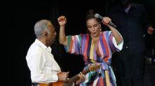 Ivete e Gilberto Gil mostram duas maneiras baianas de entreter em show