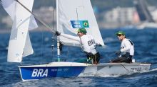 La falta de viento retrasa la salida de los 470 en el noveno día de competición