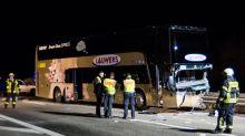 Geisterfahrer fährt in Reisebus: Ein Toter und Verletzte