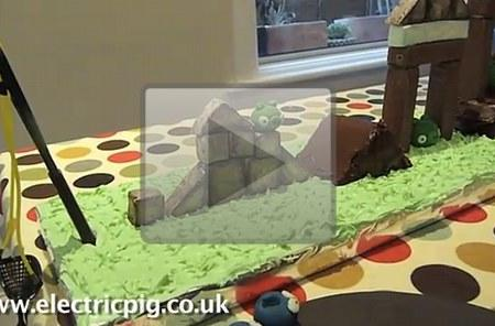 Father of the Year makes working Angry Birds birthday cake