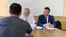 Três dias após assumir cargo, presidente argentino volta à sala de aula para aplicar prova em seus alunos