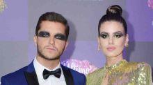 Klebber Toledo surge com maquiagem poderosa em baile de gala