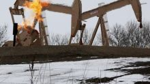 Oil Prices Slump on Production Curb Extension Doubts, Boost in U.S. Shale Output