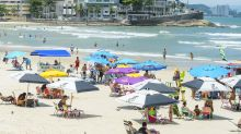 Guarujá proíbe novas reservas de casas e hotéis para o fim de ano, e veta guarda-sol e cadeiras nas praias