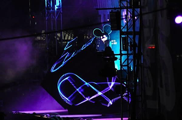 A day with deadmau5: LEDs, Super Mario, and techno
