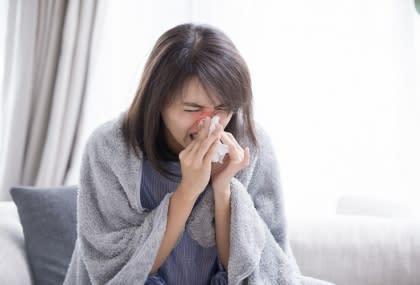 換季過敏性鼻炎發作,一直打噴嚏?  鼻噴劑減緩症狀,6動作別做錯...第一點是關鍵