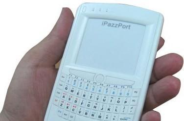 EFO iPazzPort Keyboard looks like a BlackBerry, calls your HTPC instead of your boss