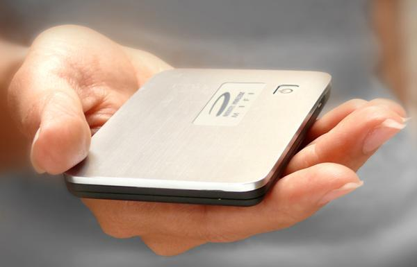 """Novatel MiFi proves """"3G hotspot"""" and """"sexy"""" can coexist"""