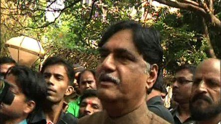 Bal Thackeray is stable: Gopinath Munde