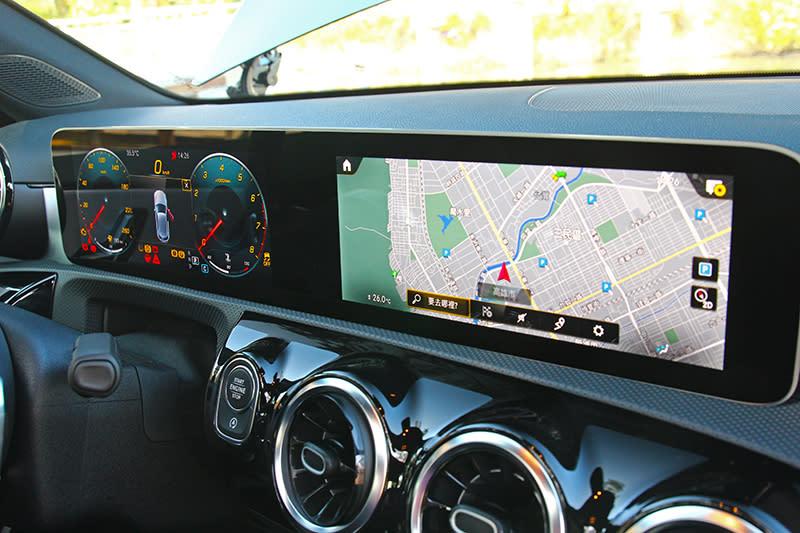 A250標配10.25數位儀表與中控螢幕。