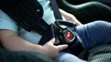 Bimbo di 22 mesi rimane chiuso in auto a 30 gradi: salvato dai carabinieri