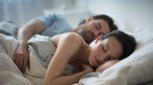 Casais que vivem juntos compartilham as bactérias da pele
