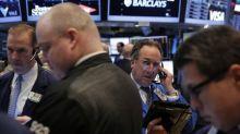 Wall Street cae, débil dato ventas minoristas en EEUU contrarresta esperanzas por comercio