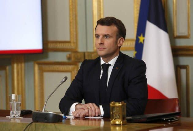 """Macron: """"Tant que vous avez des vaccins dans les frigos, je ne reconfinerai pas les gens"""""""