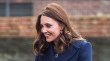 Die Herzogin von Cambridge startet ihr Arbeitsjahr 2018 in einem Umstandskleid um 73 Euro