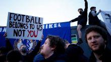 McCourt s'oppose, Cech pris à partie par ses supporters, les joueurs de Liverpool s'unissent contre le projet, la Super Ligue commence à vaciller