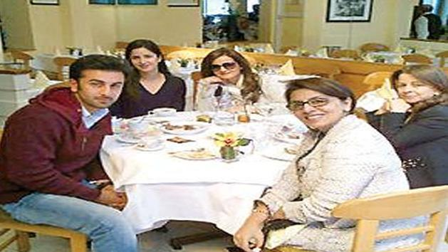 Katrina Kaif Dines With Rk's Family