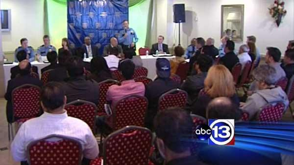 Cell phone store robberies focus of HPD town hall meeting