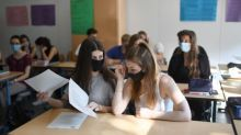 All secondary school leaders should ask staff and pupils to wear masks, says teaching union