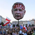 Polish government presses on with court overhaul as criticism grows