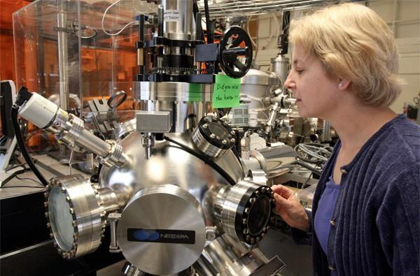 MIT slinks into a cafe, orders a side of photonic chips on silicon