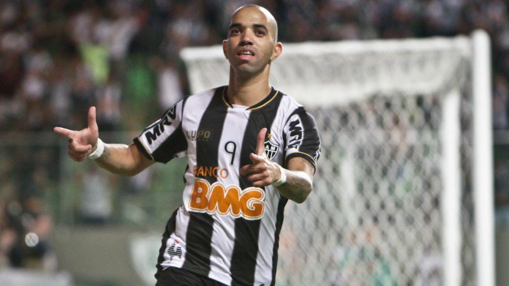 Corinthians busca atacante e faz consulta por Diego Tardelli